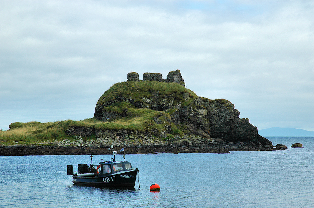 Picture of Dunyvaig Castle and and a boat called Mairi Bheag