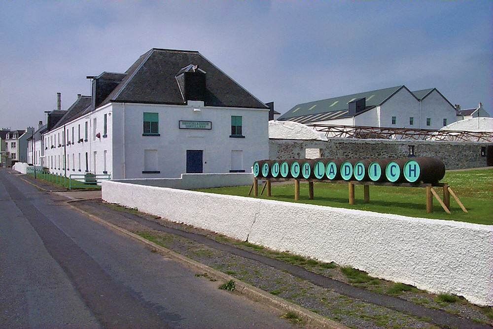 Picture of Bruichladdich distillery as it looked in 2001