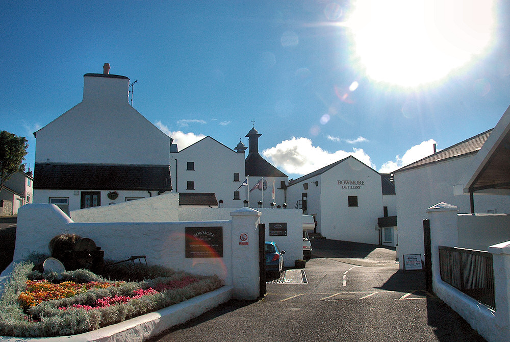 Picture of Bowmore distillery under a bright mid day sun