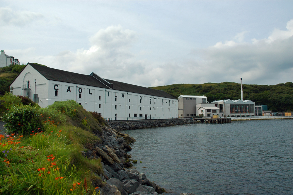Picture of Caol Ila distillery seen from the shore