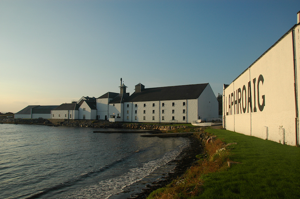 Picture of Laphroaig distillery in the evening light