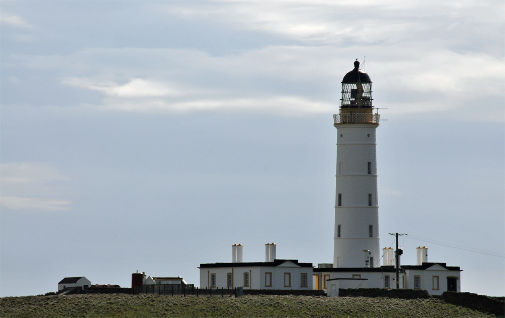 Picture of a lighthouse with lighthouse keeper house below