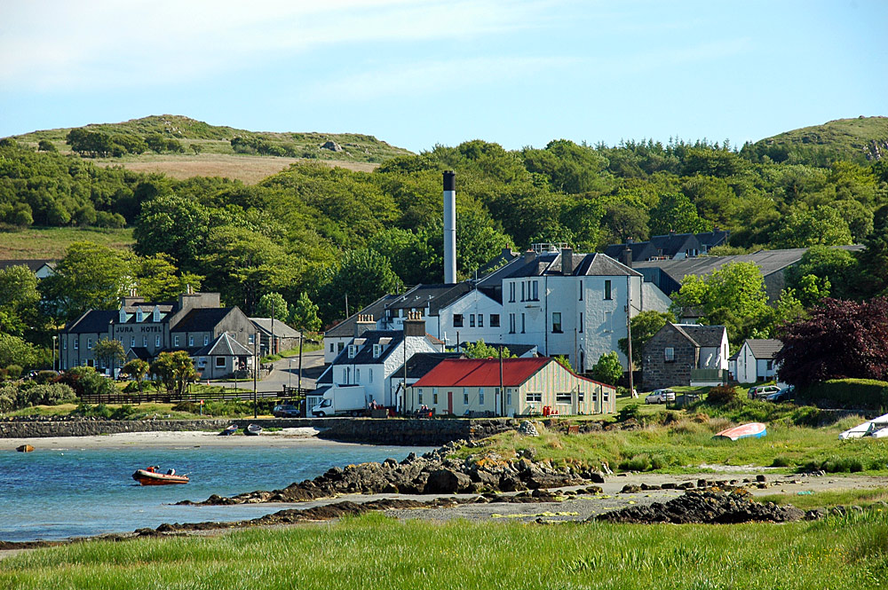 Picture of the centre of the village of Craighouse with the hotel and distillery