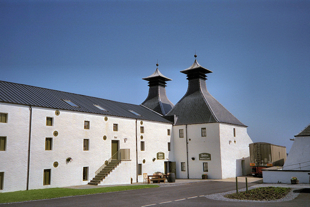 Picture of the entrance to the Ardbeg distillery visitor centre on sunny day