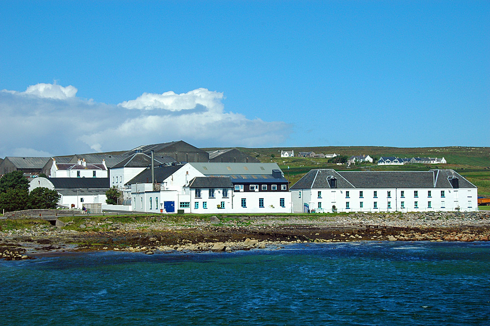 Picture of a coastal distillery, seen from a pier