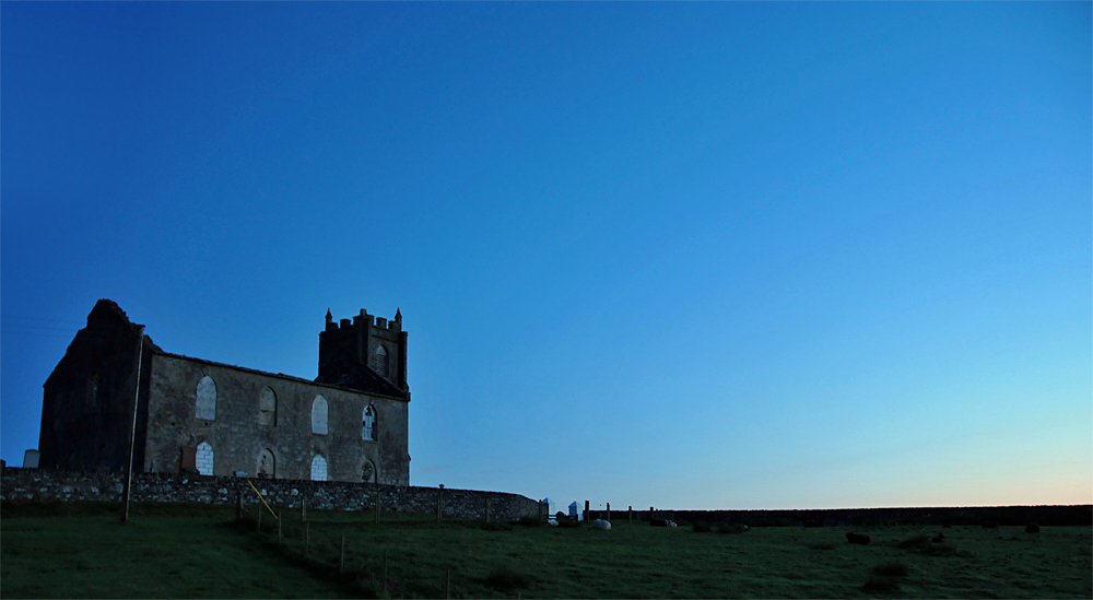 Picture of a church ruin in the early morning light