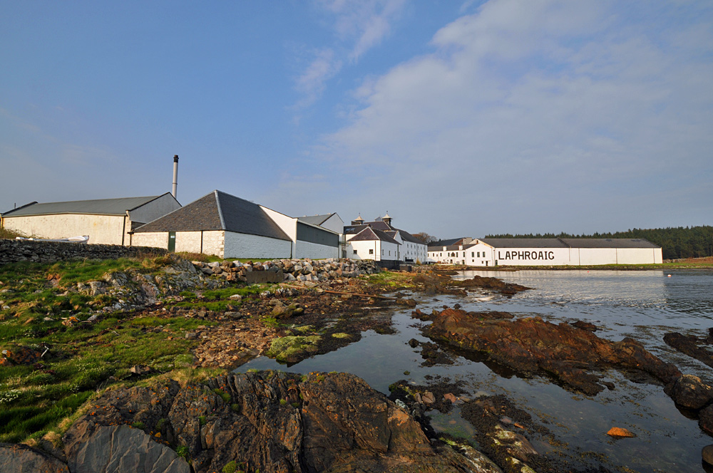 Picture of a distillery on a shore in the evening sun