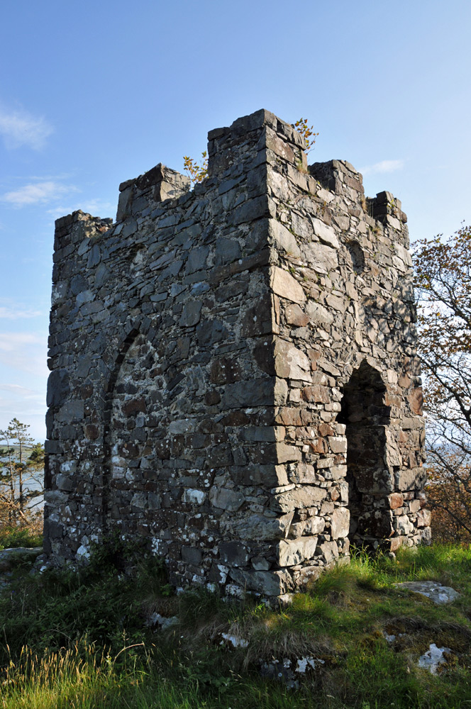 Picture of an old stone tower, surrounded by woods