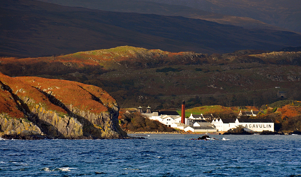 Picture of a small island and an island distillery in the autumn sun