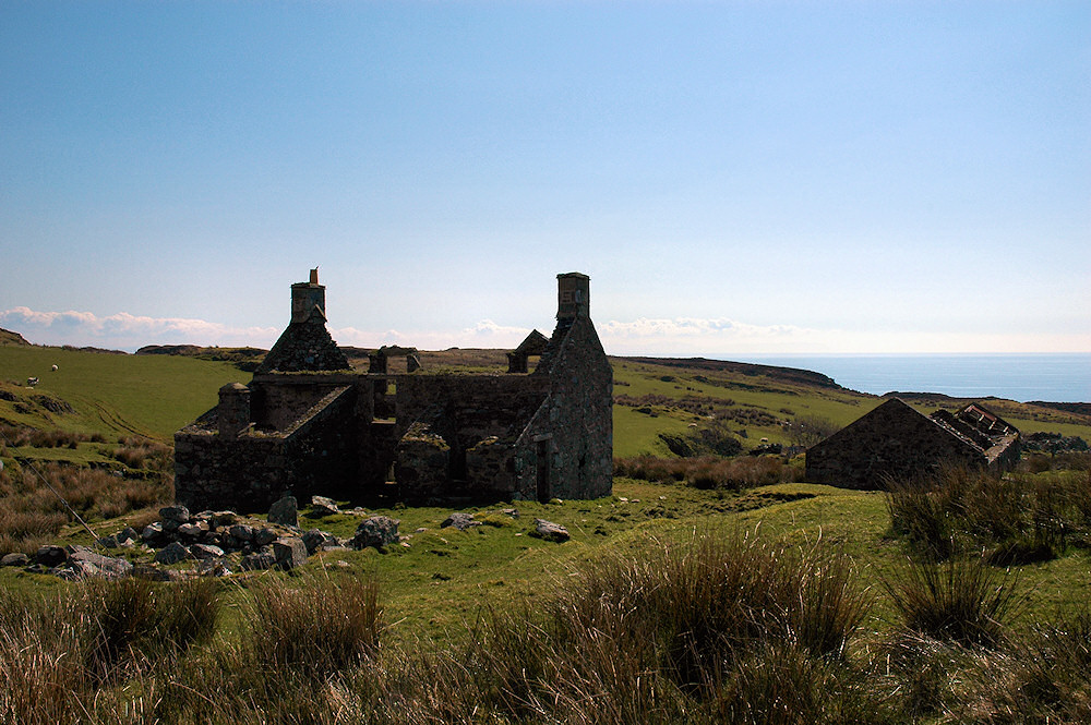 Picture of an abandoned house which has become a ruin