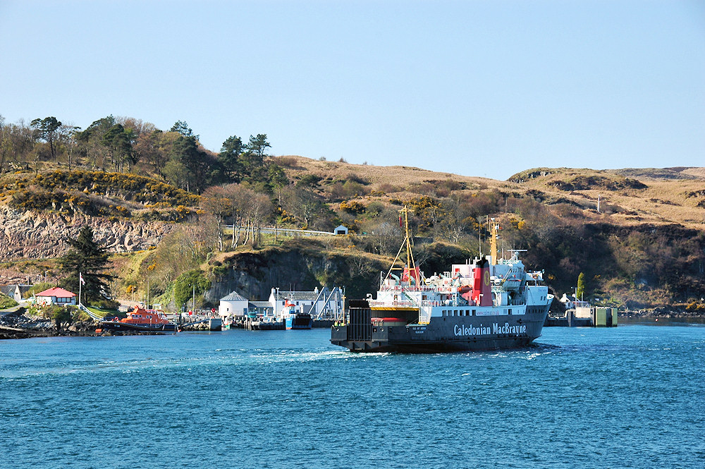 Picture of a Calmac ferry arriving at an island ferry port