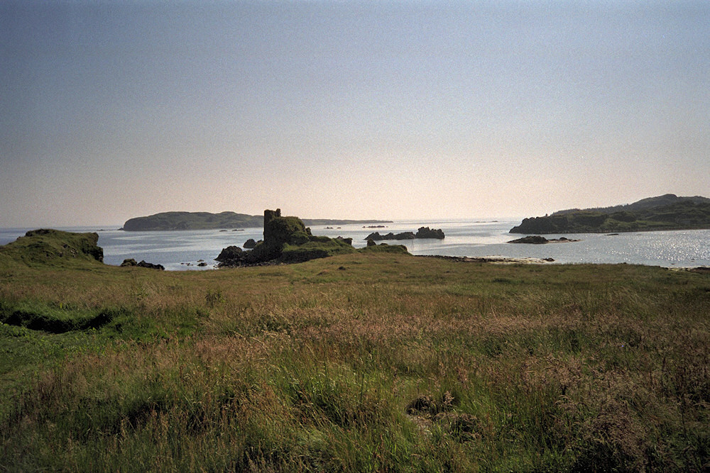 Picture of the ruin of a small castle on a shore on a sunny day