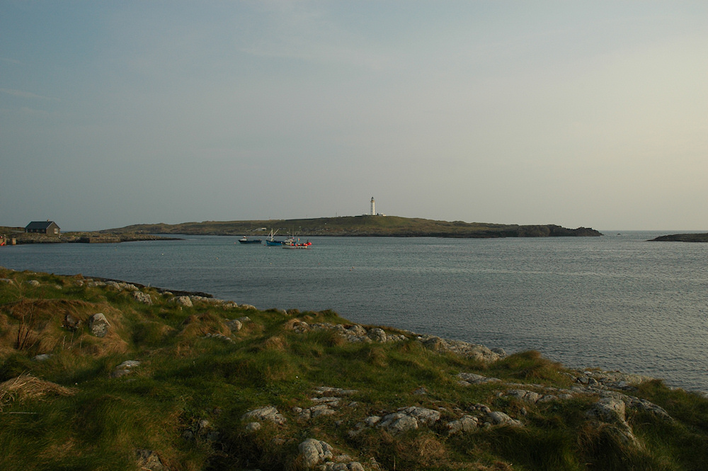 Picture of a view over a shore with an offshore island with a lighthouse