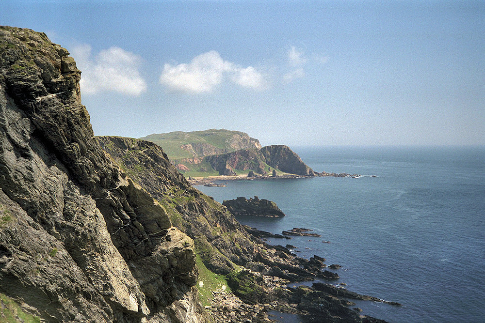 Picture of some steep cliffs on a sunny day