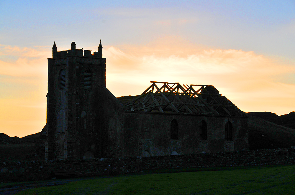 Picture of a church ruin in the morning light