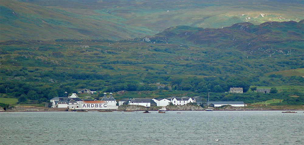 Picture of Ardbeg distillery seen from the ferry
