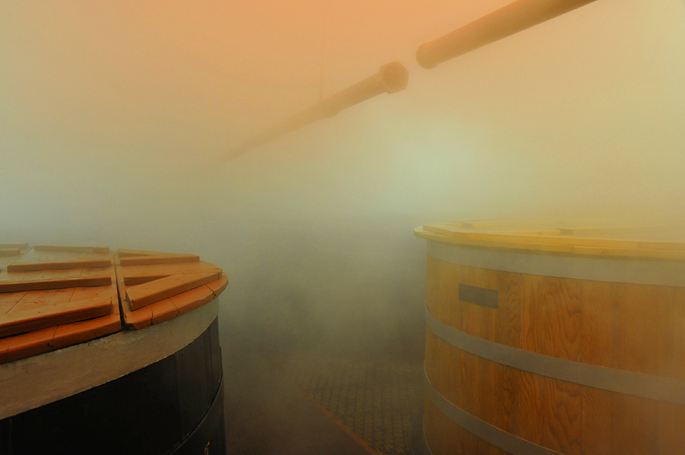 Picture of a tun with a lot of steam in the air