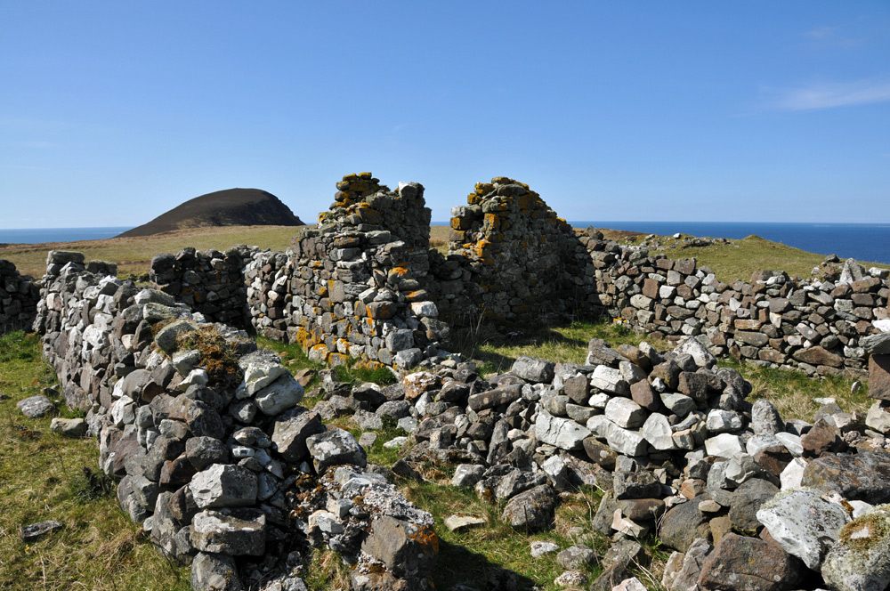 Picture of the ruins of an old croft