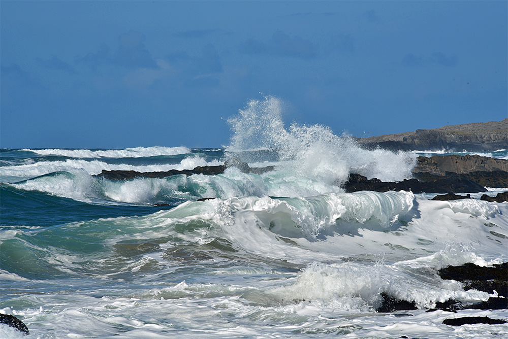 Picture of waves breaking at a rocky shore