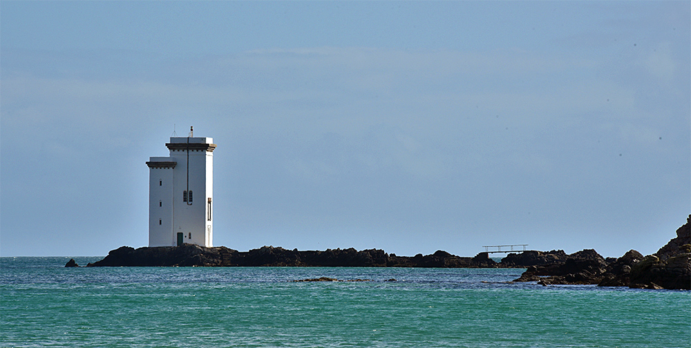 Picture of a white square lighthouse on a sunny afternoon
