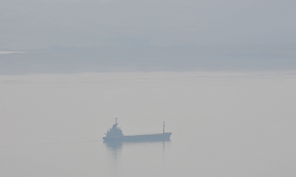 Picture of a coaster in a sound between two islands on a very hazy morning
