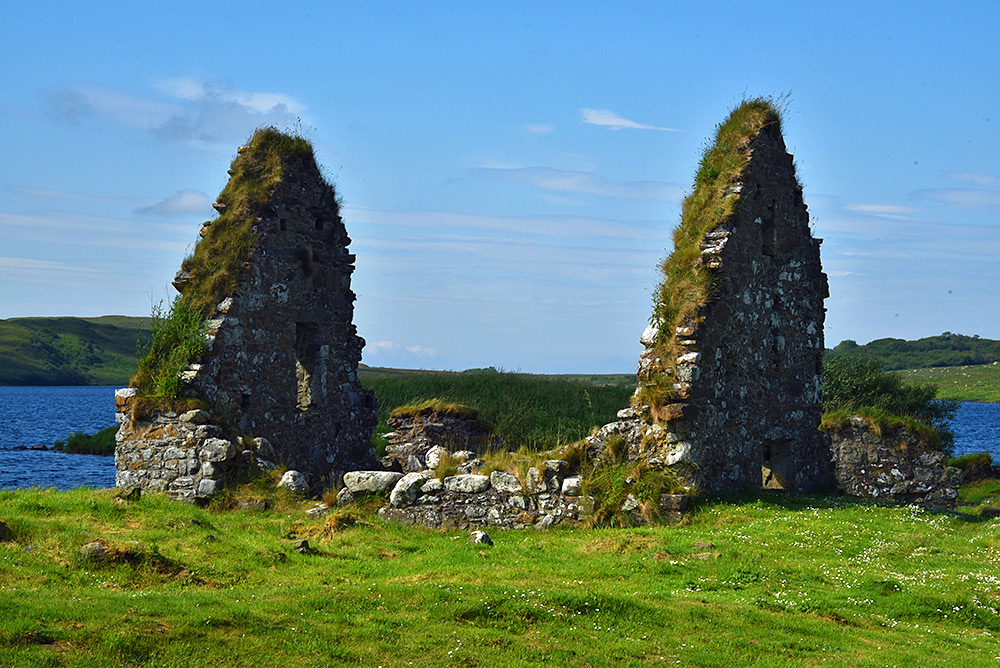 Picture of ruined old house on a historic site in a loch (lake)