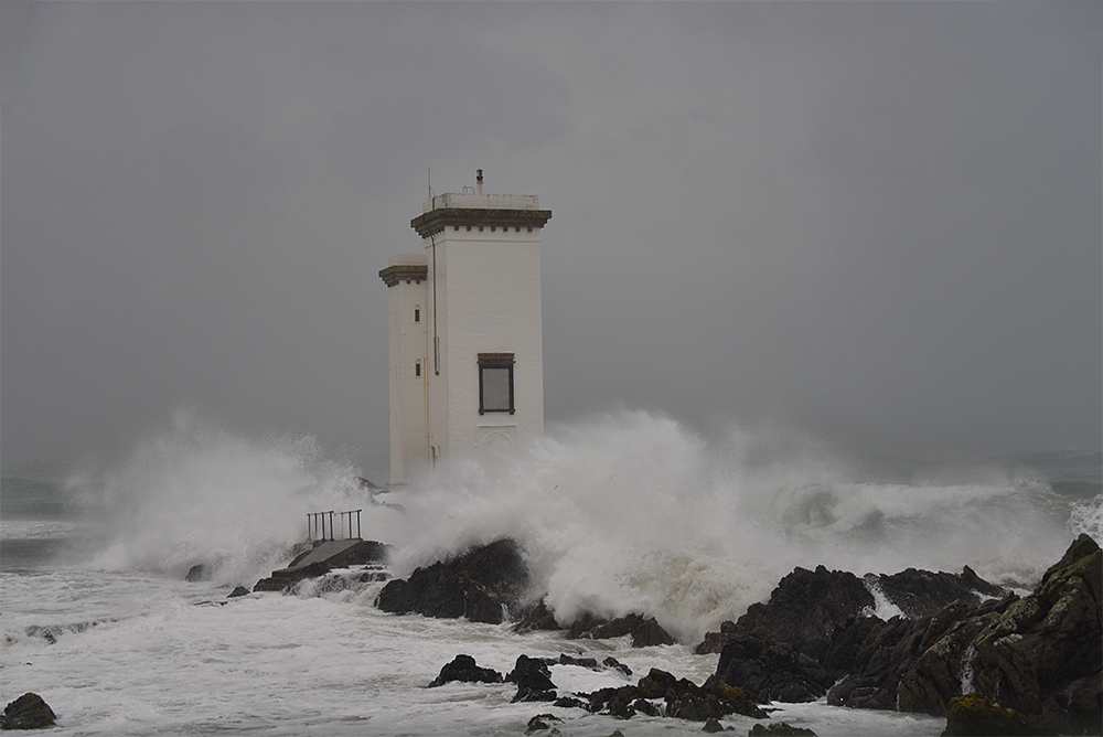 Picture of a square lighthouse in a hailstorm