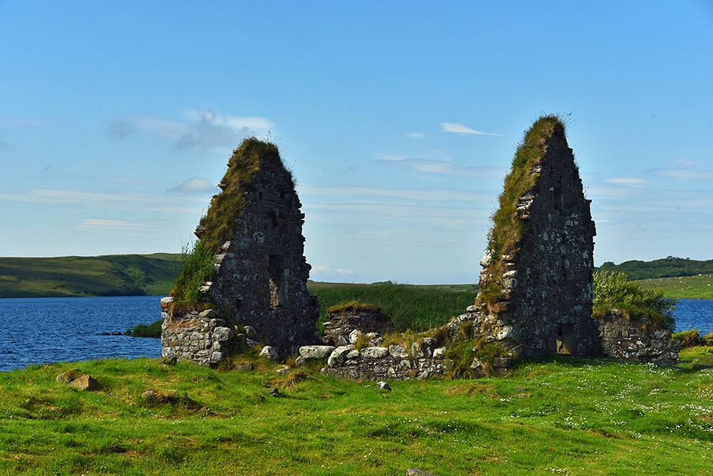 Picture of the ruin of an old house on an island in a loch (lake)