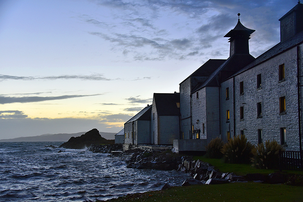 Picture of a distillery on a shore in the evening light