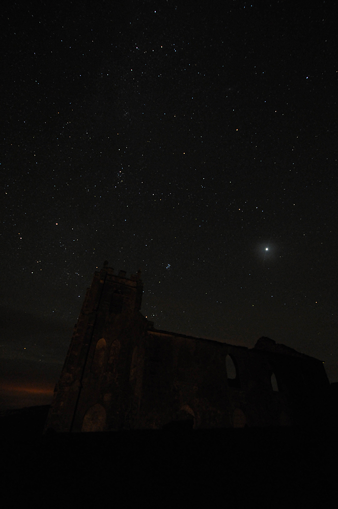 Picture of a night sky over a church ruin
