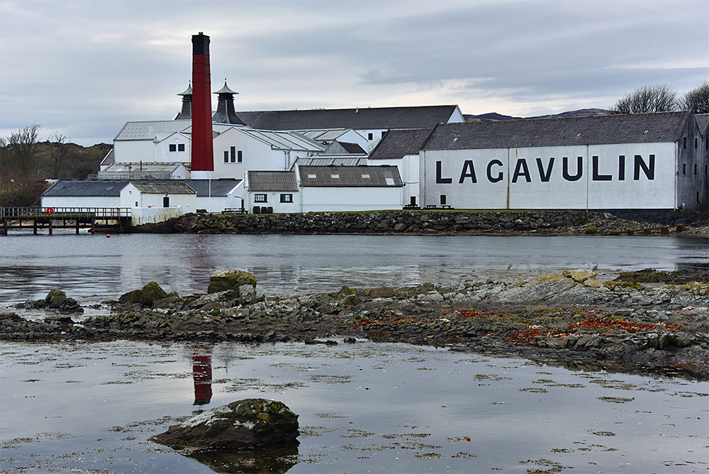 Picture of Lagavulin distillery on Islay seen from the shore of Lagavulin Bay