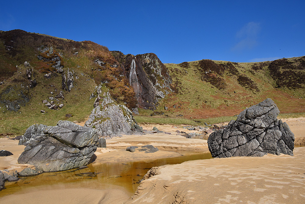 Picture of two large rocks forming a gate on a beach