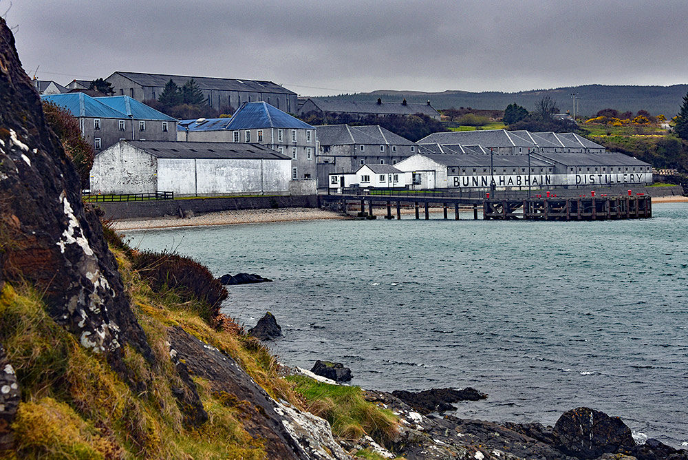 Picture of a view of Bunnahabhain distillery on an overcast day