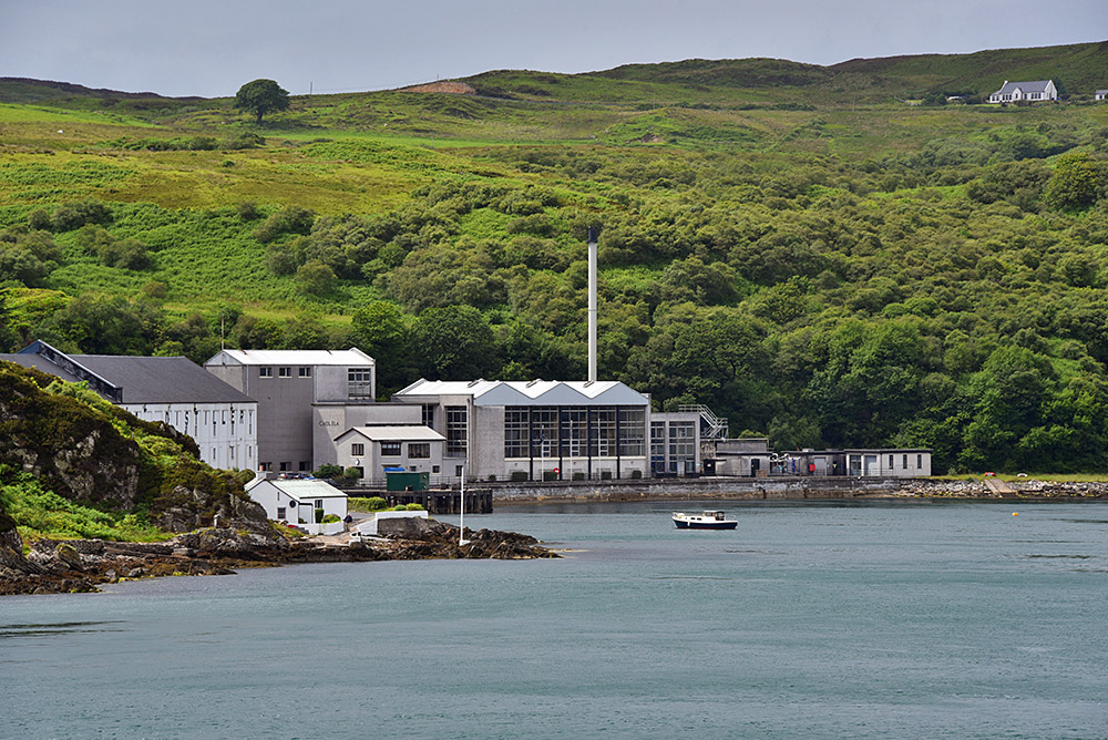 Picture of Caol Ila distillery at the Sound of Islay