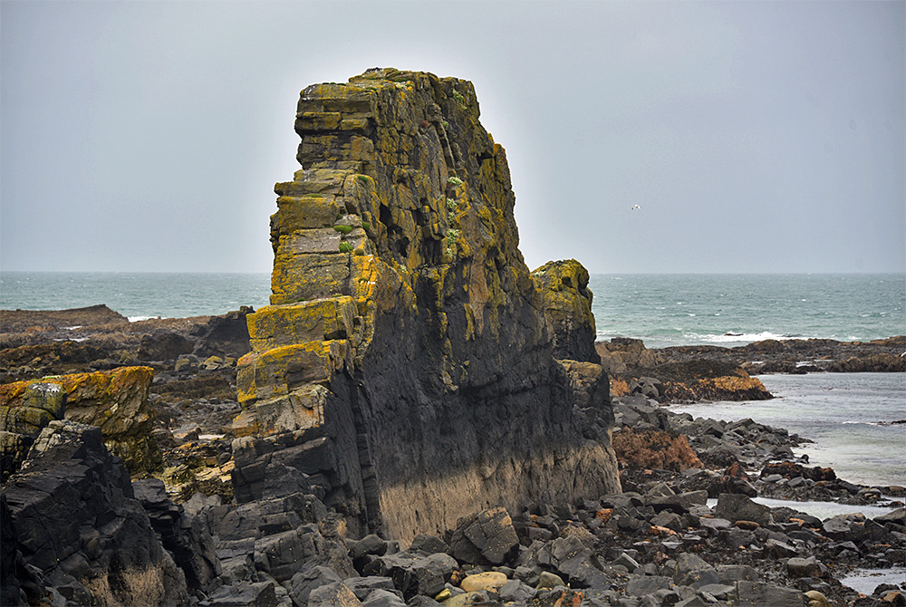 Picture of a coastal rock formation shaped like a wall