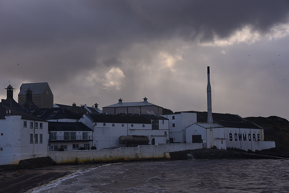 Picture of Bowmore distillery on a cloudy November day, seen from the pier