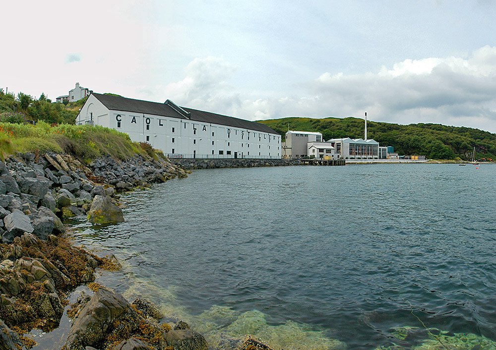 Picture of Caol Ila distillery seen from the rocky shore of the Sound of Islay