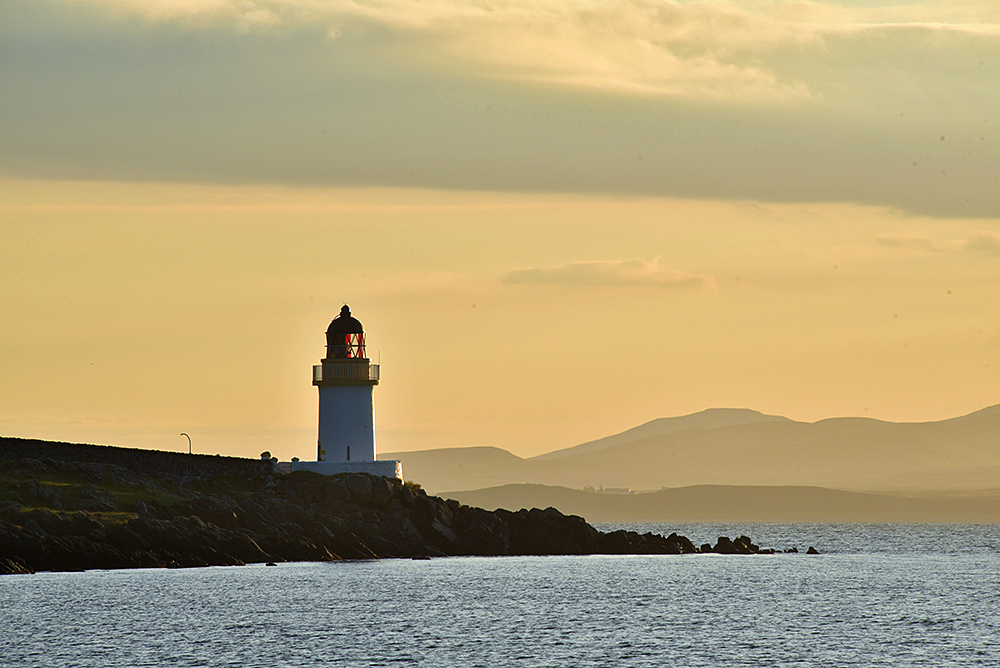 Picture of a small lighthouse in the early morning light