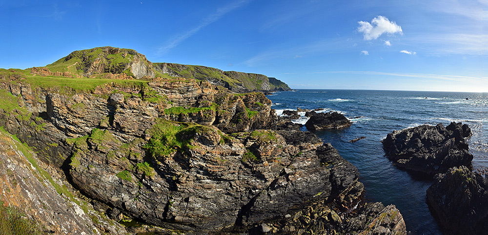 Panoramic picture of some steep sea cliffs