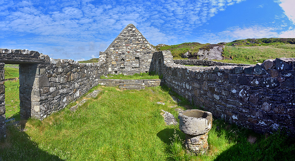 Panoramic picture of the inside of the ruin of Kilchiaran chapel on Islay