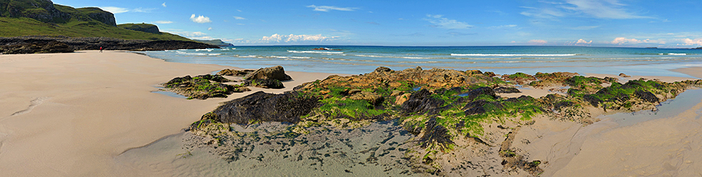 Panoramic picture of rocks on a beach in a bay