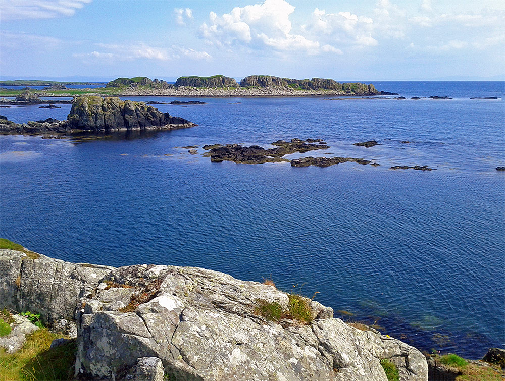 Picture of rocks, cliffs and smaller islands along the coast of an island