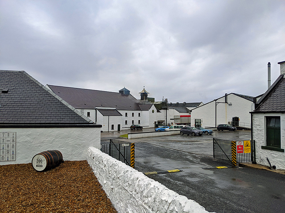 Picture of the entrance to Laphroaig distillery on a rainy day