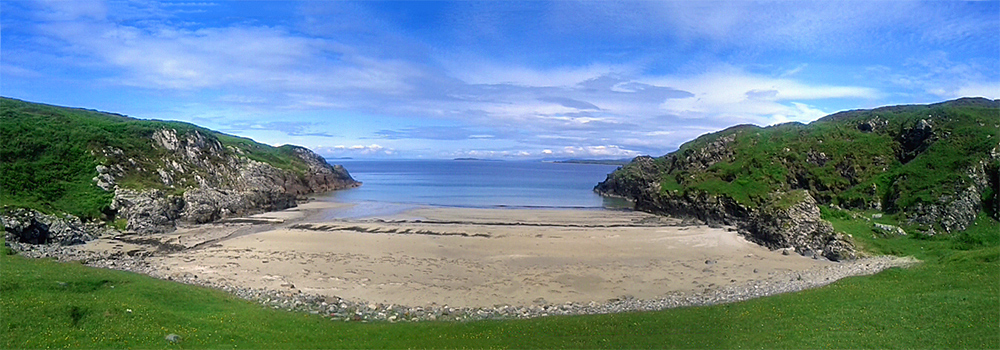 Panoramic picture of a small beach between cliffs