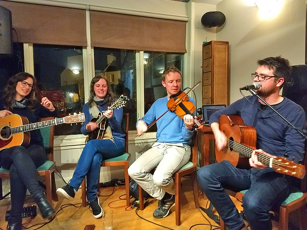 Picture of Jenn, Laura-Beth, Adam and Innes at the Islay Sessions 2017 in the Port Charlotte Hotel conservatory