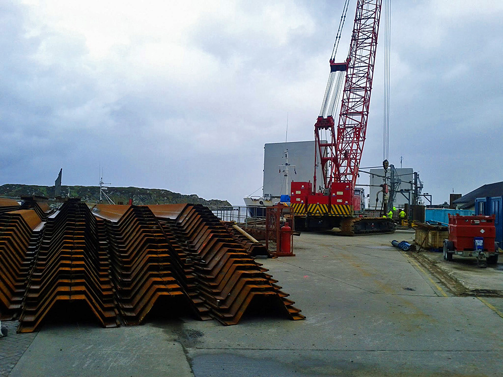Picture of a crane on a pier during extension work