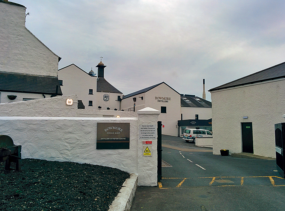 Picture of the Bowmore distillery entrance on Islay
