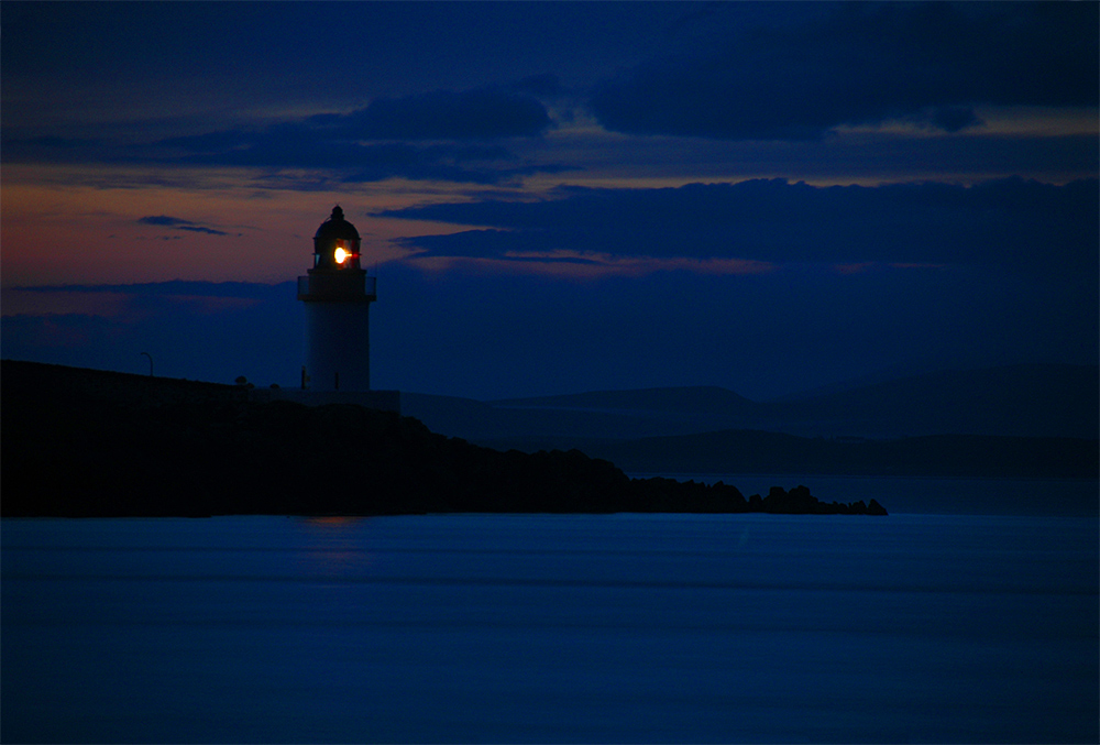 Picture of a small lighthouse in the last light of the gloaming