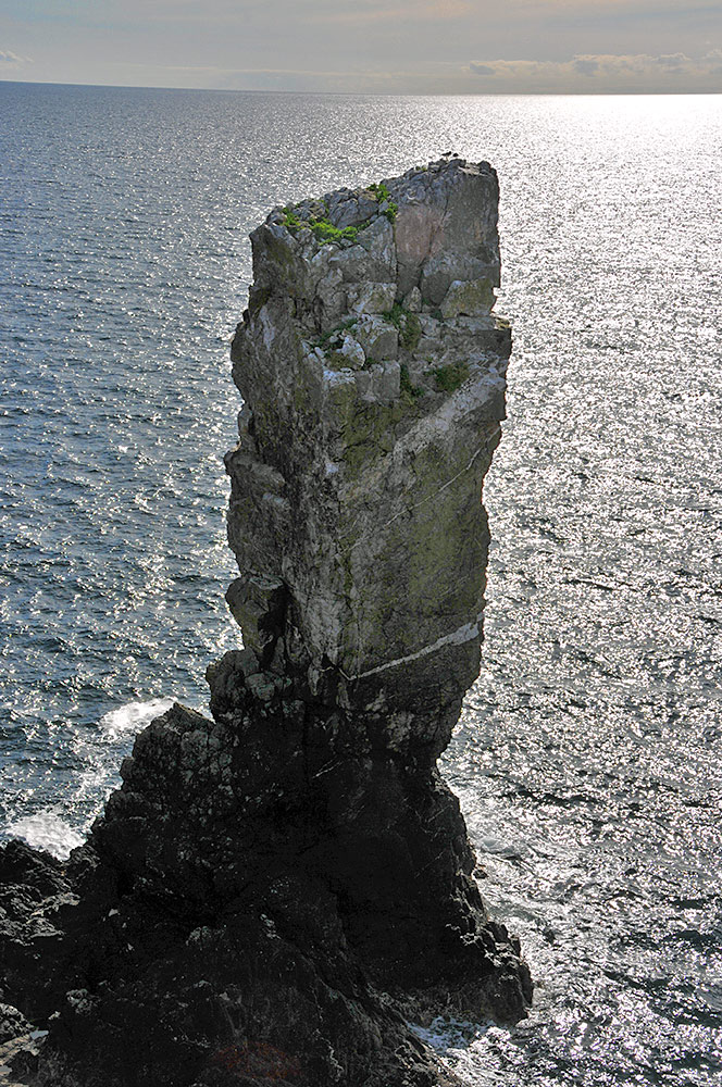Picture of a sea stack seen against the sea behind it
