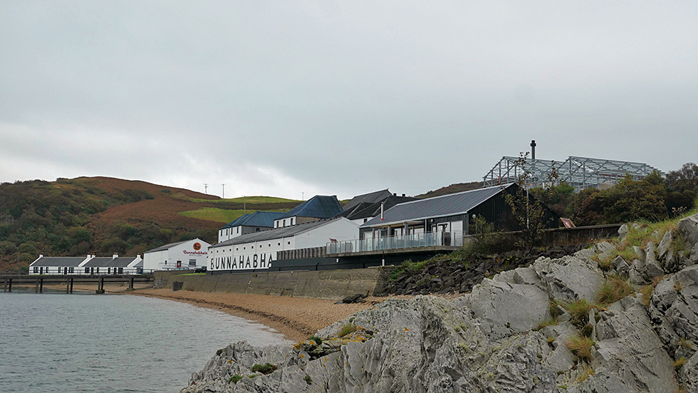 Picture of Bunnahabhain distillery on a cloudy day in October 2021, seen from slip north of the distillery